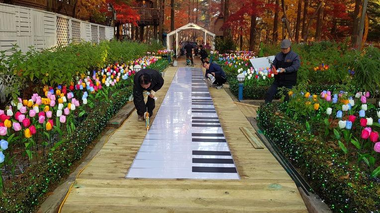 14미터 88건반 발피아노 제작사 SFXMAN 대구숲에 설치
