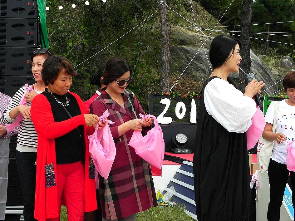 패션디자이너 이효재의 산삼 보자기(함양산삼축제)